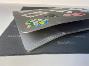 Рихтовка, вирівнювання корпусу MacBook Pro після падіння