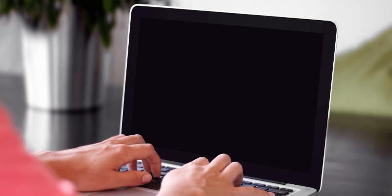чому дисплейМакбук не вмикаэться